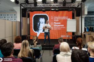О переговорах и ораторстве: новый «Диалог на равных» прошел в Центре содействия развитию молодежи