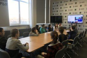 Волонтеры и послы Победы поделились опытом участия в федеральных конкурсах с молодыми приморцами