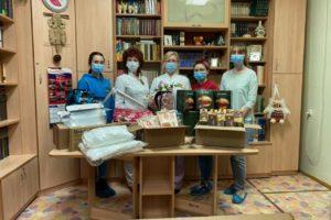 Волонтёры акции #МЫВМЕСТЕ поздравили медиков с их профессиональным праздником